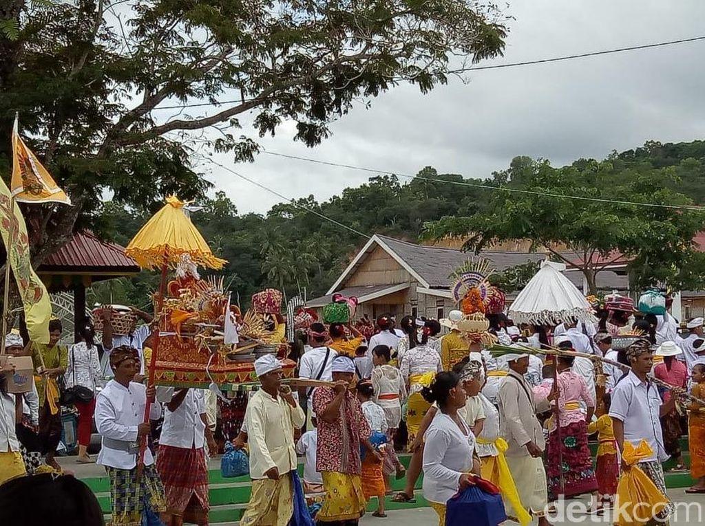 Sambut Nyepi, Ribuan Umat Hindu di Kendari Gelar Upacara Melasti