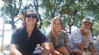 Valentin (kiri) dan Daniela (tengah), bule asal Chile (Afif Farhan/detikTravel)
