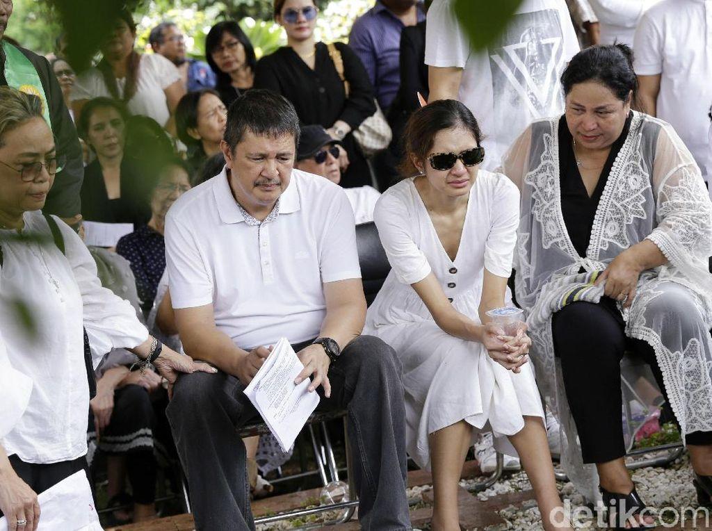 Mikha Tambayong Tak Kuasa Menahan Tangis Lepas Kepergian Ibunda