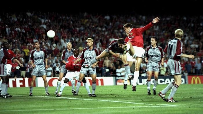 26 May 1999:  Teddy Sheringham of Manchester United heads goalwards during the UEFA Champions League Final against Bayern Munich at the Nou Camp in Barcelona, Spain. Sheringham scored the equaliser as United won 2-1.  Mandatory Credit: Ben Radford /Allsport