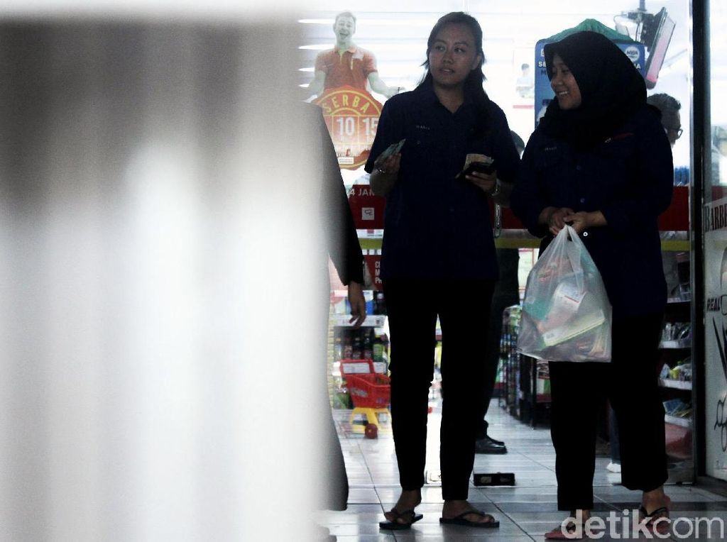 Anies Larang Kantong Kresek di Mal hingga Pasar, Apa Kata Pengusaha?