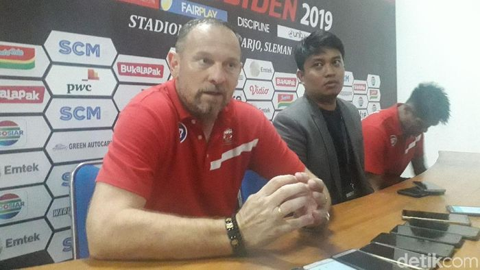 Pelatih Madura United, Dejan Antonic. (Foto: Ristu Hanafi/Detikcom)