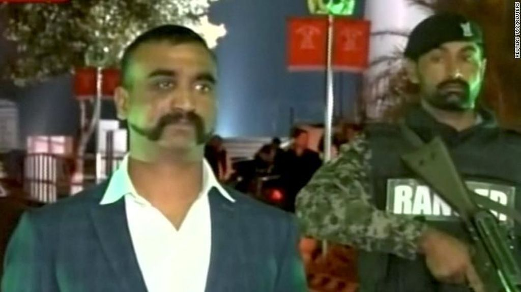 Ramai-ramai Pamer Kumis ala Pilot India yang Ditangkap Pakistan