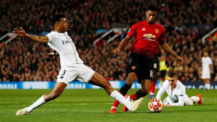 Soccer Football - Champions League Round of 16 First Leg - Manchester United v Paris St Germain - Old Trafford, Manchester, Britain - February 12, 2019  Manchester Uniteds Marcus Rashford in action with Paris St Germains Presnel Kimpembe as Marco Verratti looks on  Action Images via Reuters/Jason Cairnduff