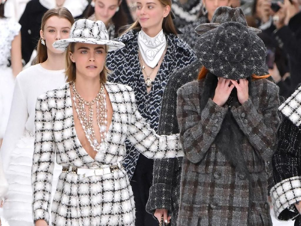 Haru di Fashion Show Chanel, Model Menangisi Kepergian Karl Lagerfeld