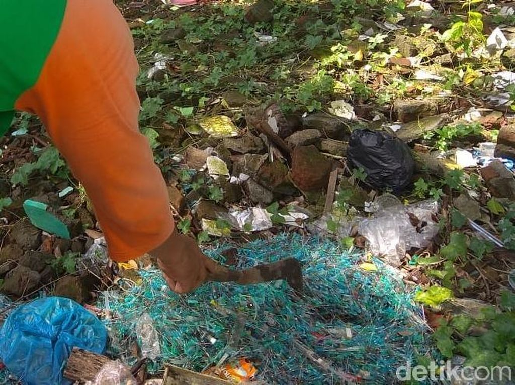 Duh! Ratusan Jarum Suntik Bekas Ditemukan di Tepi Jalan Kota Solo