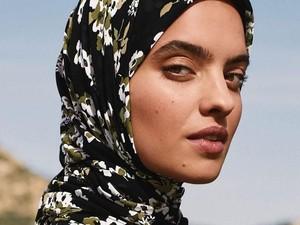 Cetak Sejarah, Michael Kors Rilis Produk Hijab untuk Pertama Kalinya