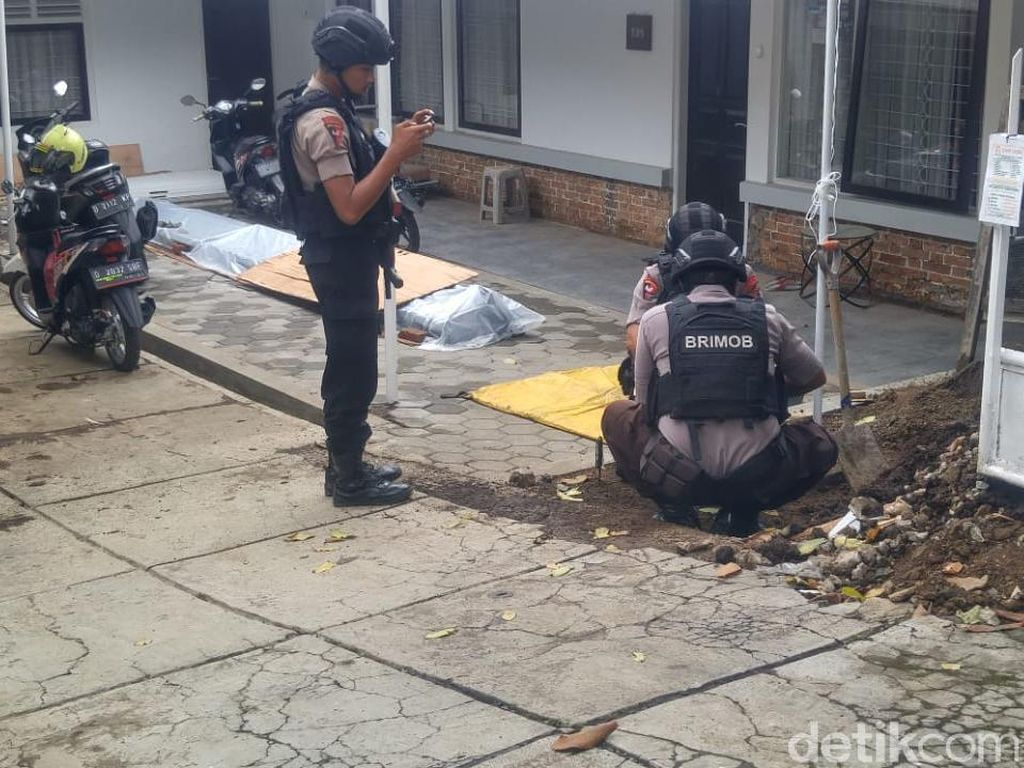8 Mortir Terkubur di Halaman Rumah Warga Dago Bandung