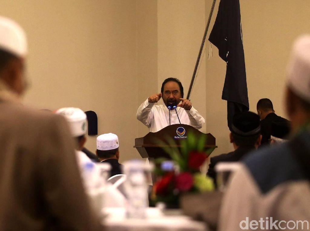 Momen Surya Paloh Bertemu Para Ulama dari Aceh