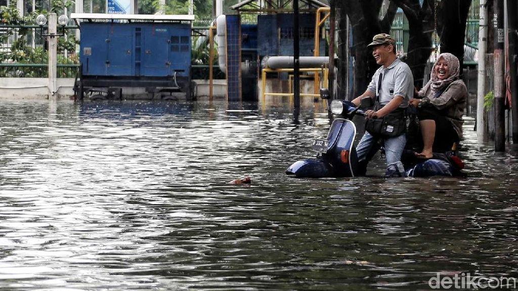Terendam Banjir, Aktivitas di Ruko ITC Mangga Dua Tetap Normal