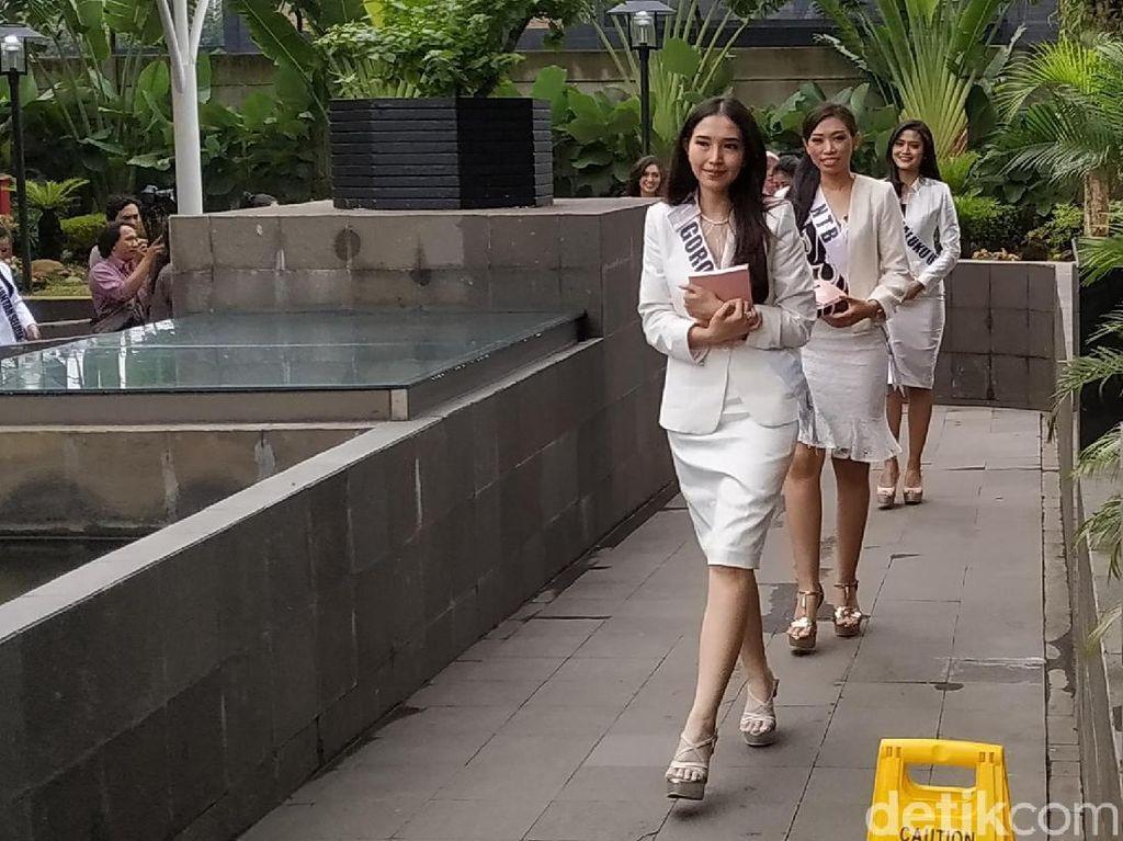 Berbusana Serba Putih, 39 Finalis Puteri Indonesia Datangi KPK