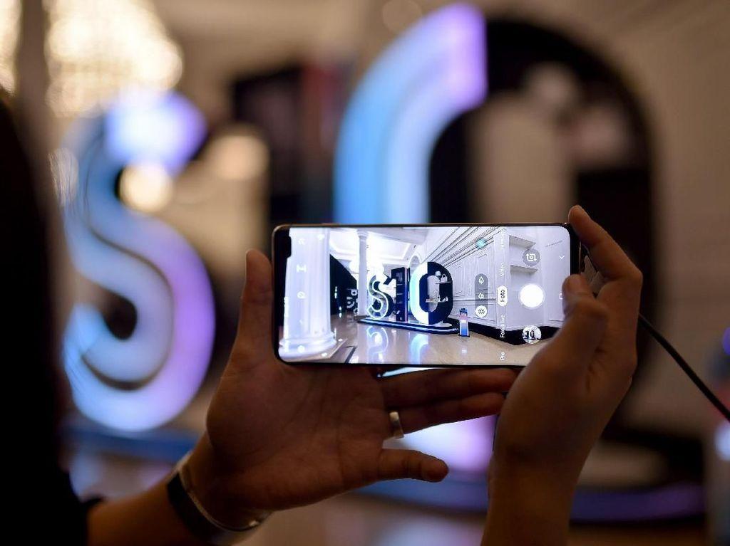 Pemesanan Galaxy S10+ Pecahkan Rekor di Kandang Apple
