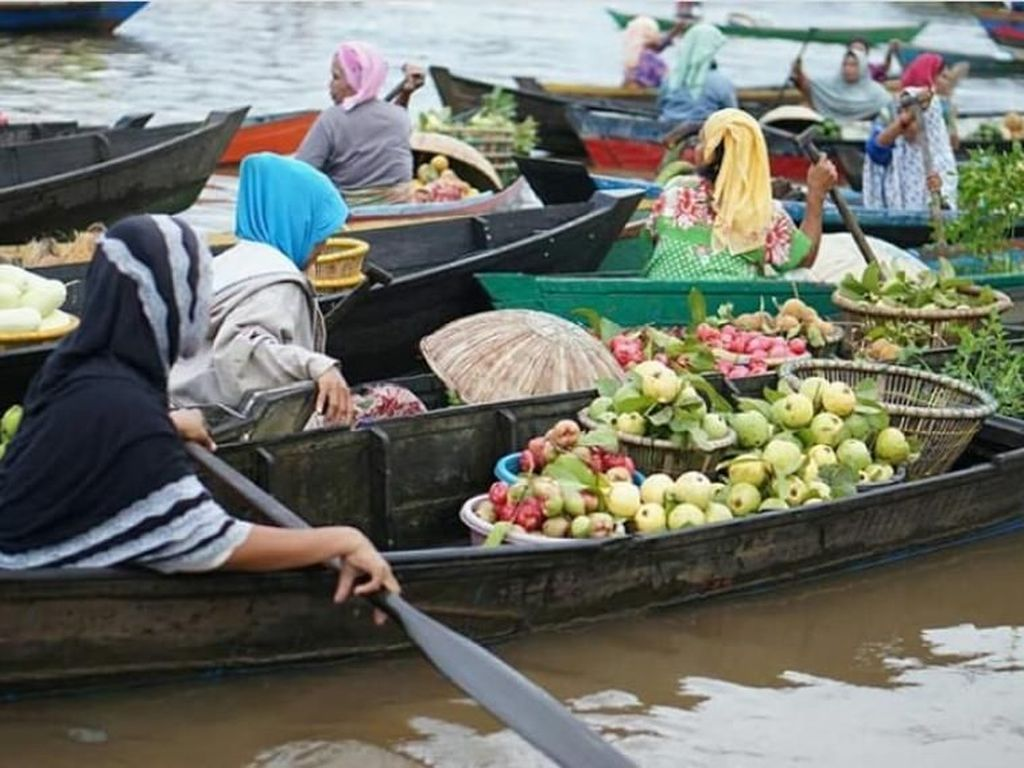 Di Banjarmasin, Orang Belanja ke Pasar Harus Pakai Perahu