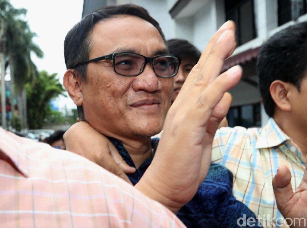 Demokrat: Anies Lawan Jokowi soal Sampah Penyebab Banjir, Itu Tak Boleh