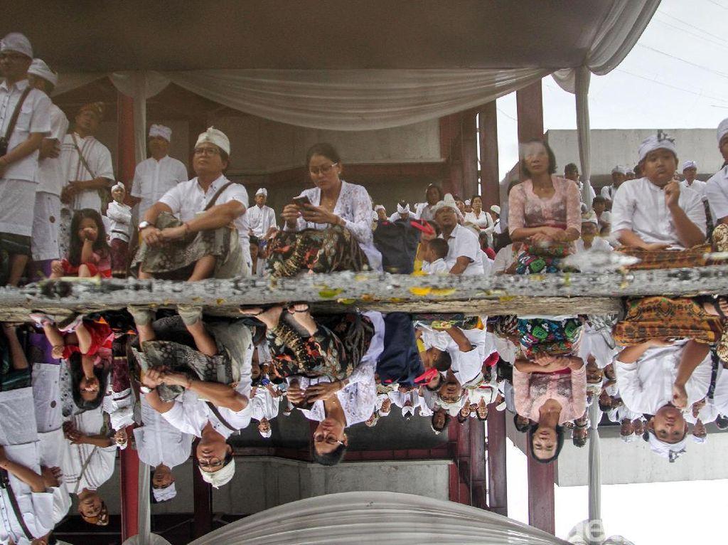 Umat Hindu Upacara Tawur Agung Kesanga di Pura Aditya Jaya