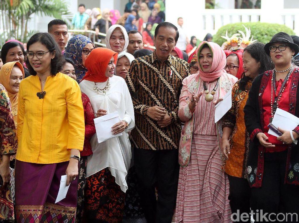 Jokowi Cerita Perjuangan Sang Ibu pada Perempuan Arus Bawah