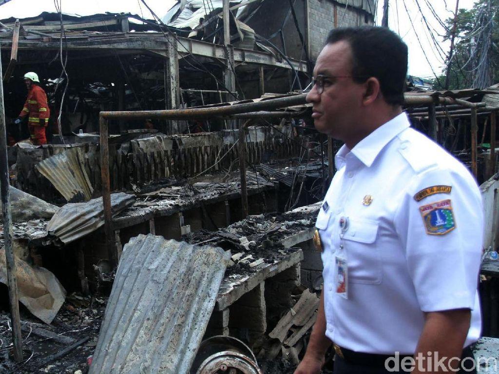 Tinjau Lokasi Kebakaran Pasar Blok A, Anies Janji Membantu