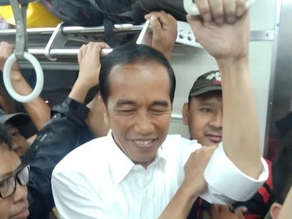 TKN Bandingkan Jokowi Naik KRL dengan Aksi Prabowo Buka Baju Sapa Pendukung