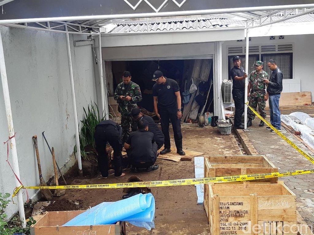 Petugas Kembali Sisir Rumah di Dago Cari Mortir yang Masih Terkubur