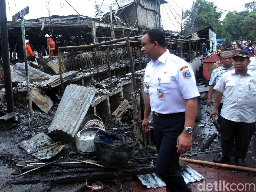 Anies Janjikan Modal Usaha untuk Pedagang Korban Kebakaran TPS Blok A