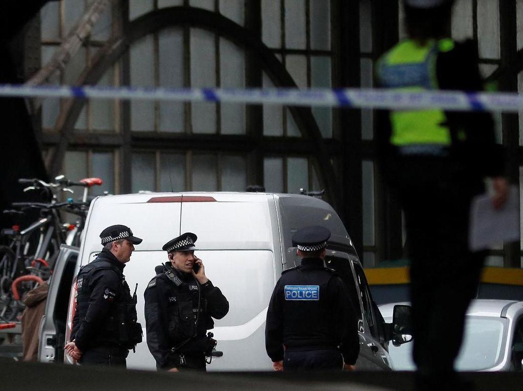 Paket Bom Ditemukan di 3 Lokasi di London, Polisi Antiteror Dikerahkan