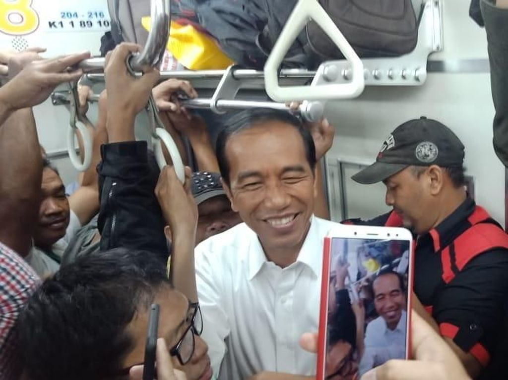 Naik KRL di Jam Sibuk, Jokowi: Gerak 1 Cm Saja Susah