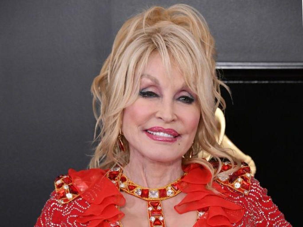 Dolly Parton Tolak Patung Dirinya Dipajang di Gedung Capitol Tennessee