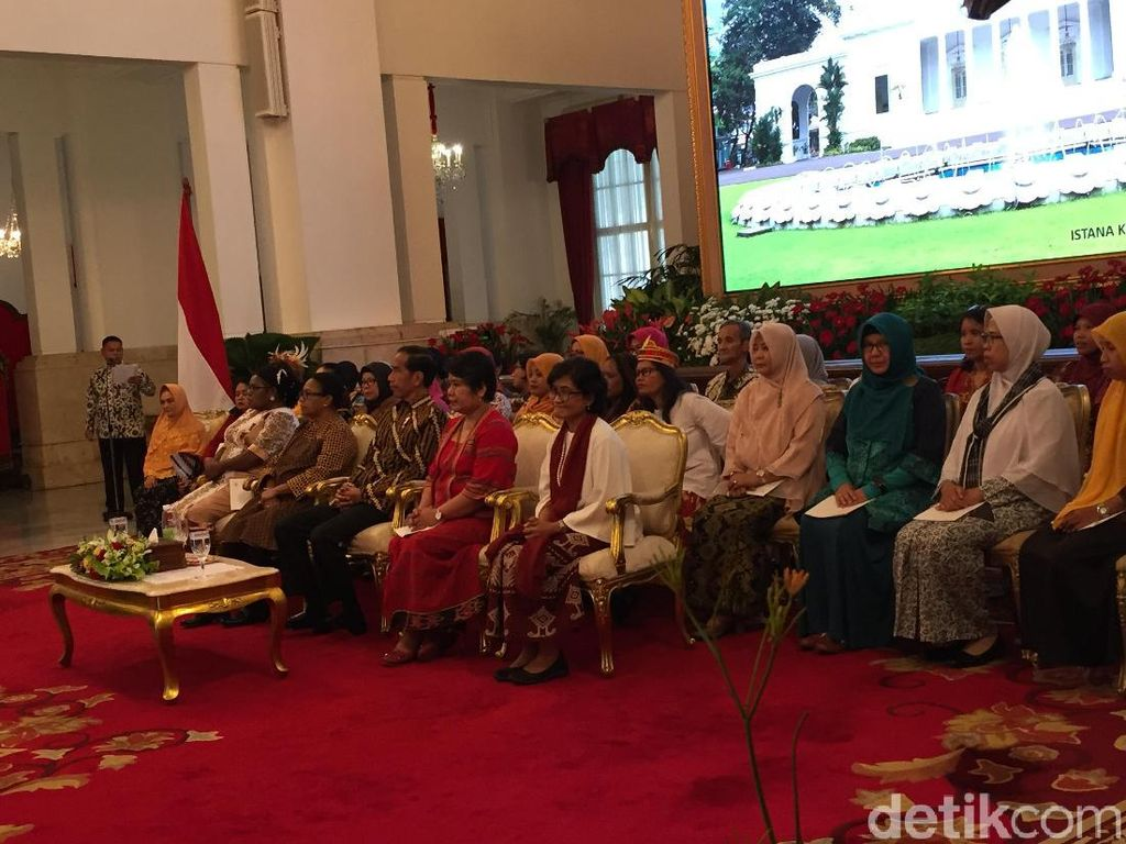 Bertemu Perempuan Arus Bawah, Jokowi Cerita Perjuangan Sang Ibu