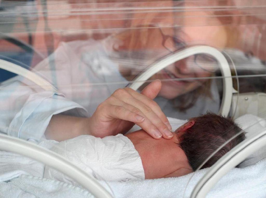 Cara Efektif Menyusui Bayi yang Sedang Dirawat di NICU