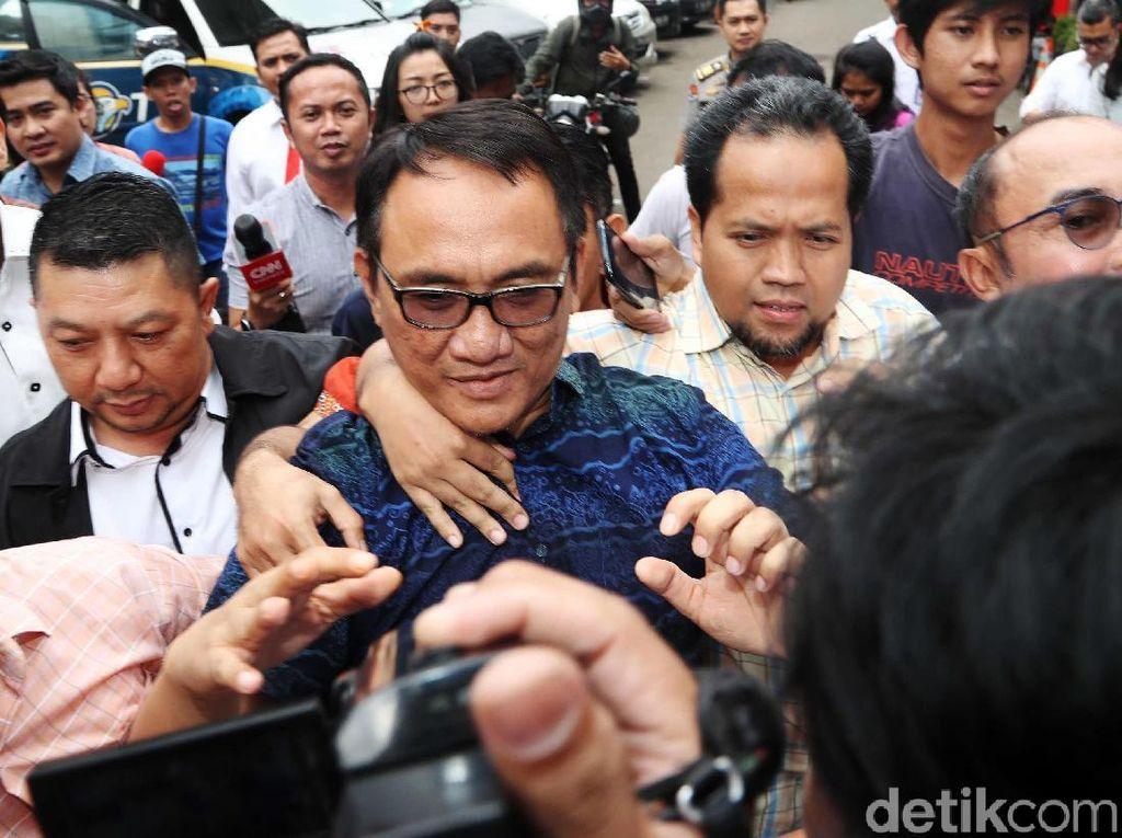 Cuitan Andi Arief Usai Tertangkap: Serang Mahfud Hingga Minta Maaf
