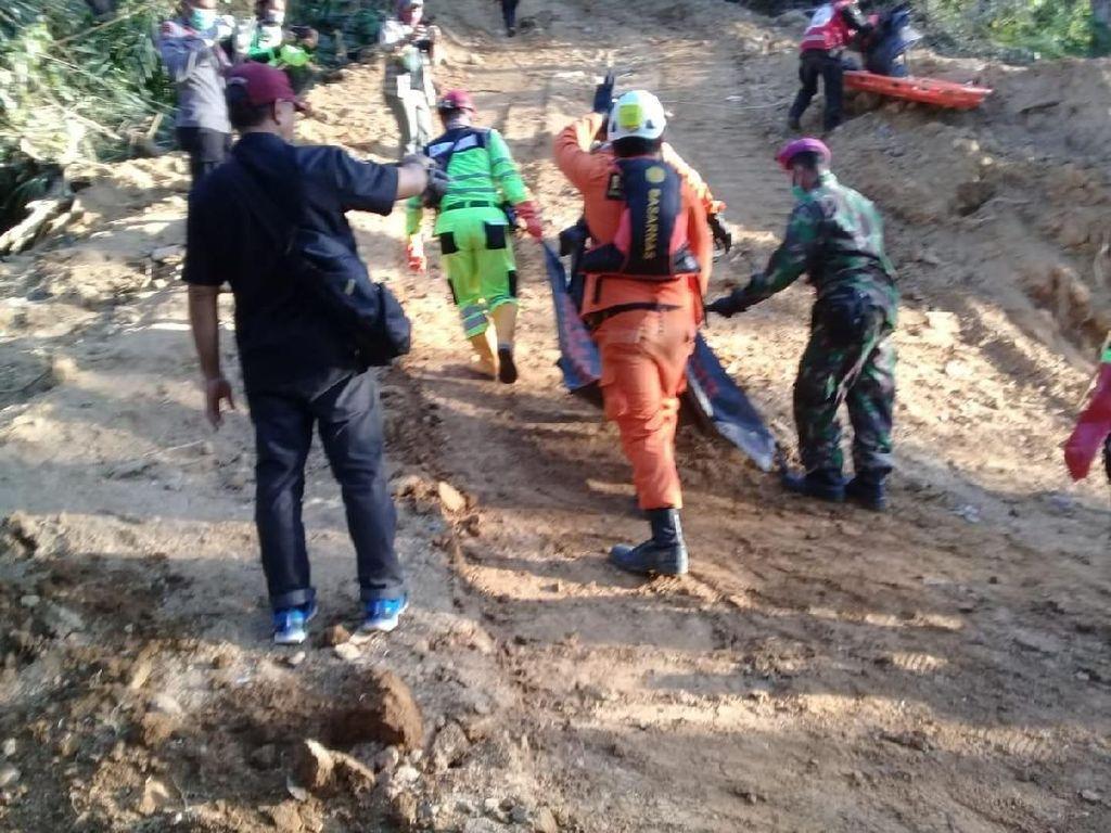 Tim SAR Gabungan Evakuasi 34 Korban Longsor Tambang Emas di Bolmong