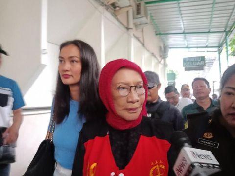 Atiqah Hasiholan dan Ratna Sarumpaet/
