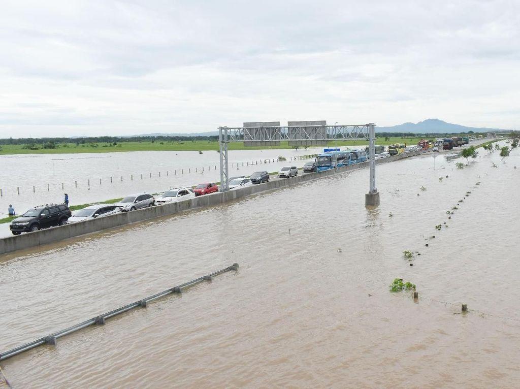 Penampakan Tol Madiun Terendam Banjir Saat Dipotret dari Udara