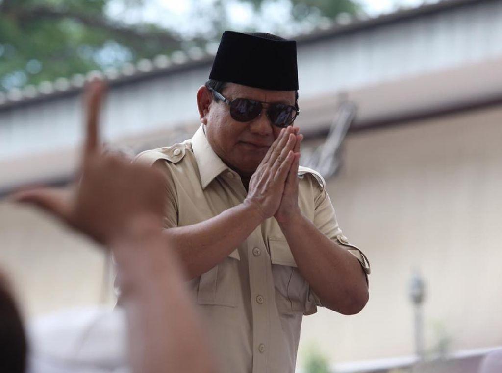 Cuma Gara-gara Buka Baju, Perlukah Prabowo Khawatir Masuk Angin?
