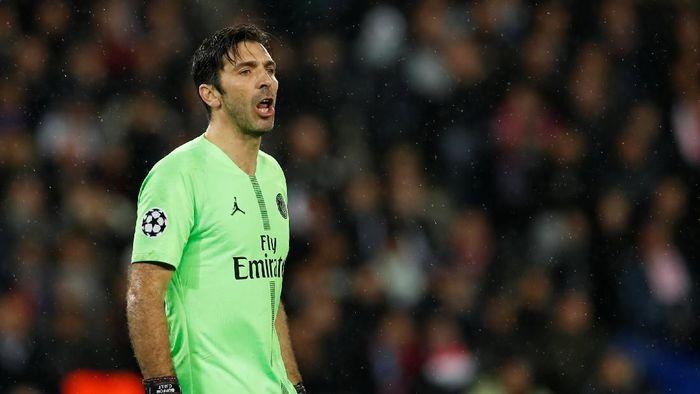 Gianluigi Buffon meninggalkan Paris Saint-Germain. (Foto: Christian Hartmann/Reuters)