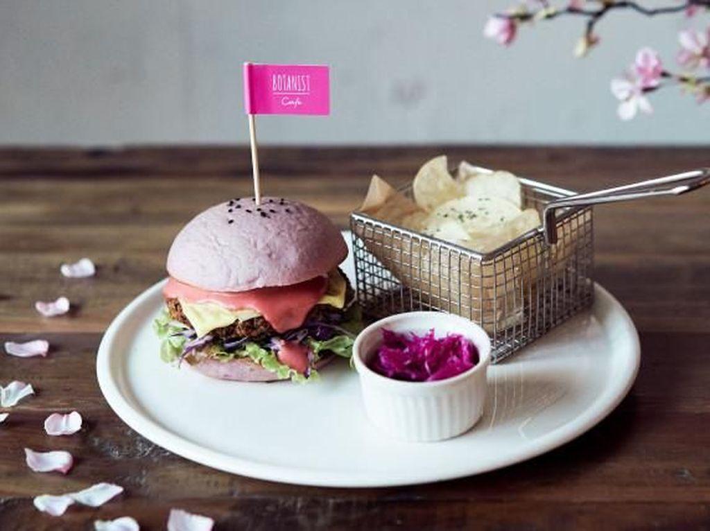 Musim Semi Kafe Ini Jual Buger Vegan Bertema Bunga Sakura