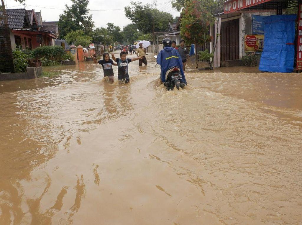 7 Jam Diguyur Hujan, Trenggalek Terendam Banjir