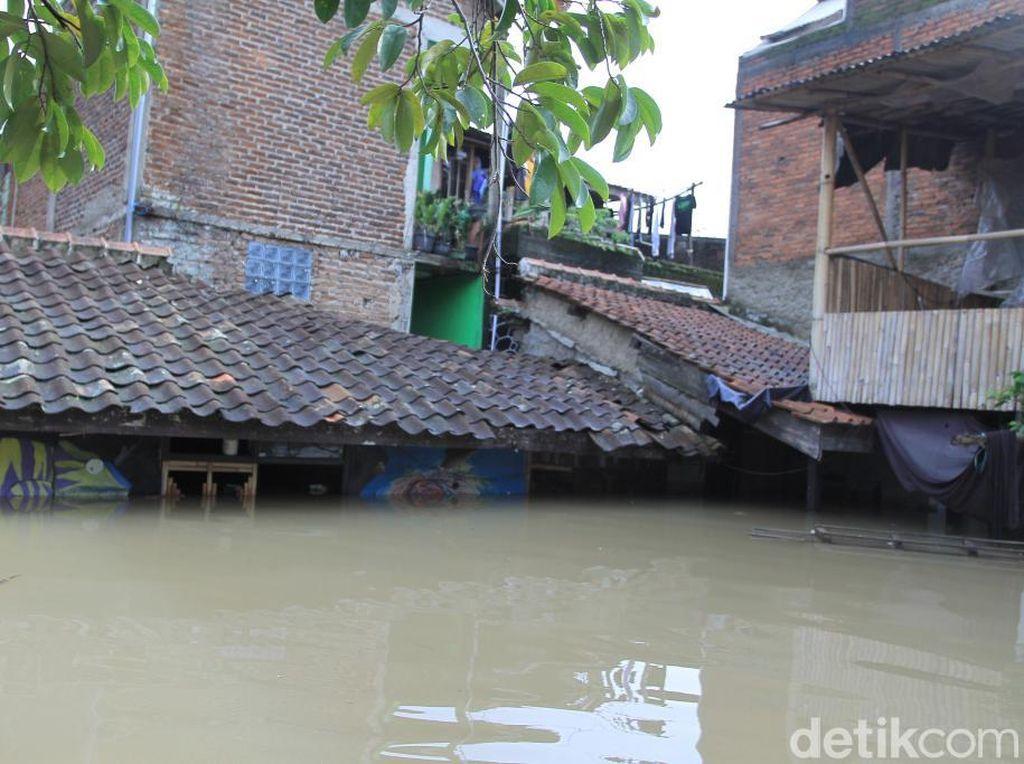 Banjir Rendam Kabupaten Bandung, Tinggi Air Mencapai Atap Rumah