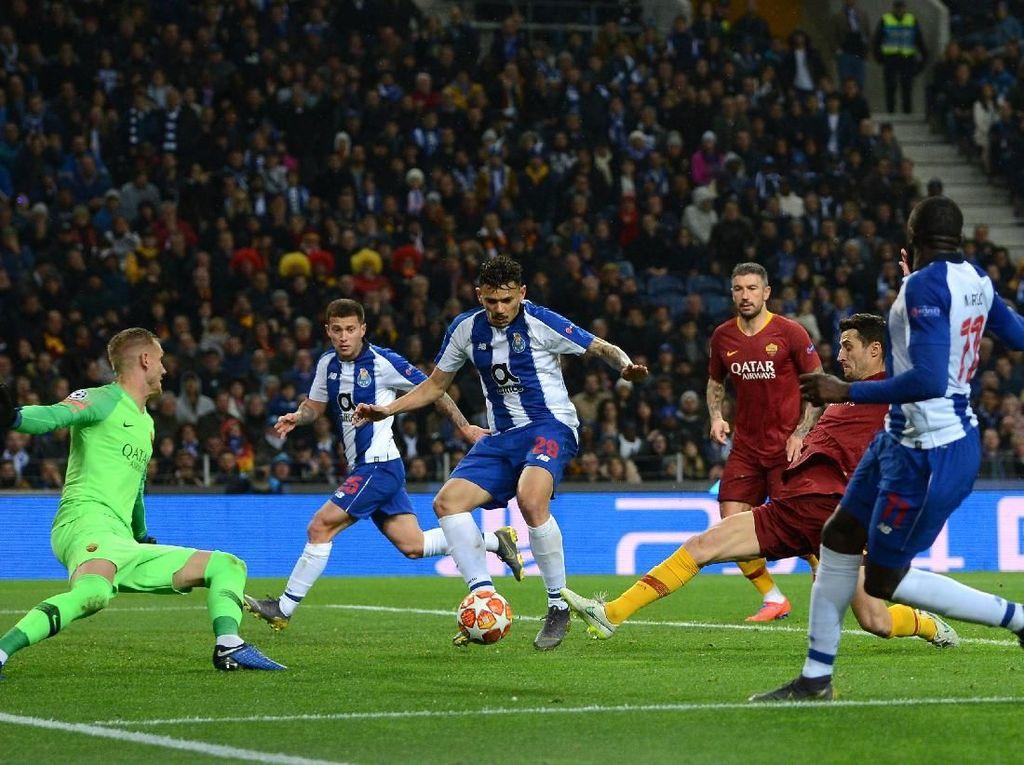 Roma Imbangi Porto di Babak Pertama