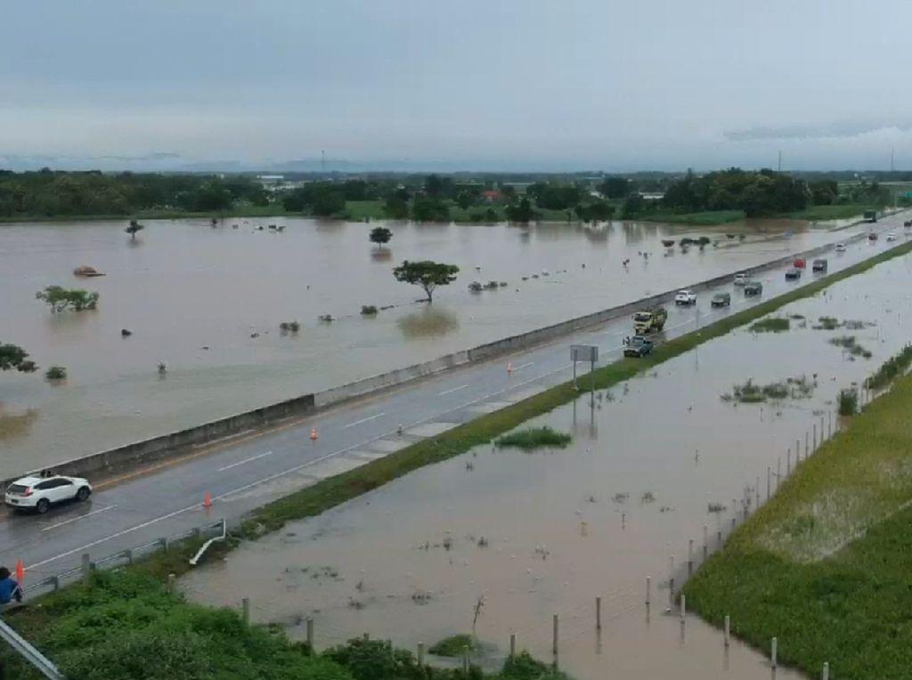 Desain Drainase yang Salah Dianggap Penyebab Tol Madiun Banjir