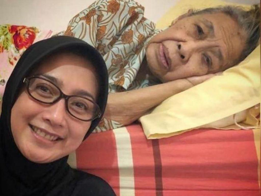 Nenek Meninggal Dunia, Desy Ratnasari Temani Hingga Berpulang