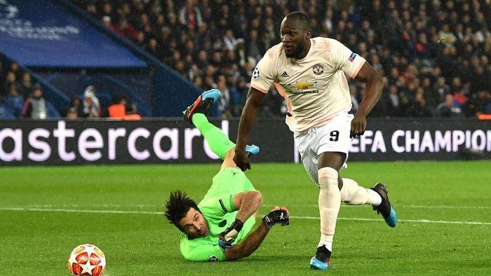 Manchester United mendapat gol cepat lewat Romelu Lukaku setelah kesalahan back-pass Thiago Silva. (Foto: Shaun Botterill/Getty Images)