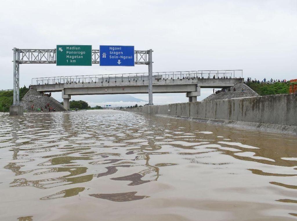 Geger Banjir Tol di Madiun yang Terjadi Jelang Pilpres 2019