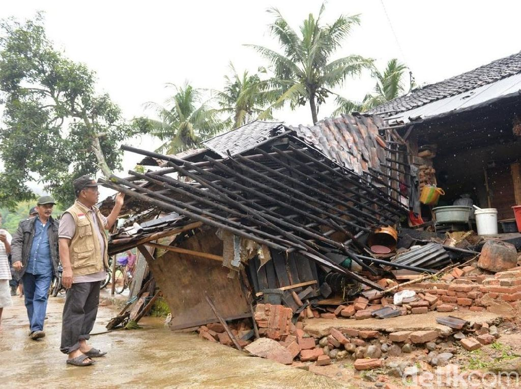 Khawatir Musibah Banjir Terulang, Belasan KK di Pacitan Mengungsi