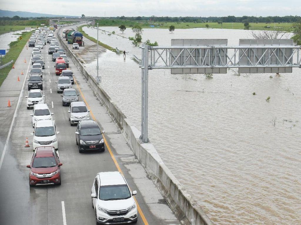 Tol Kebanjiran, Oposisi Lepas Serangan