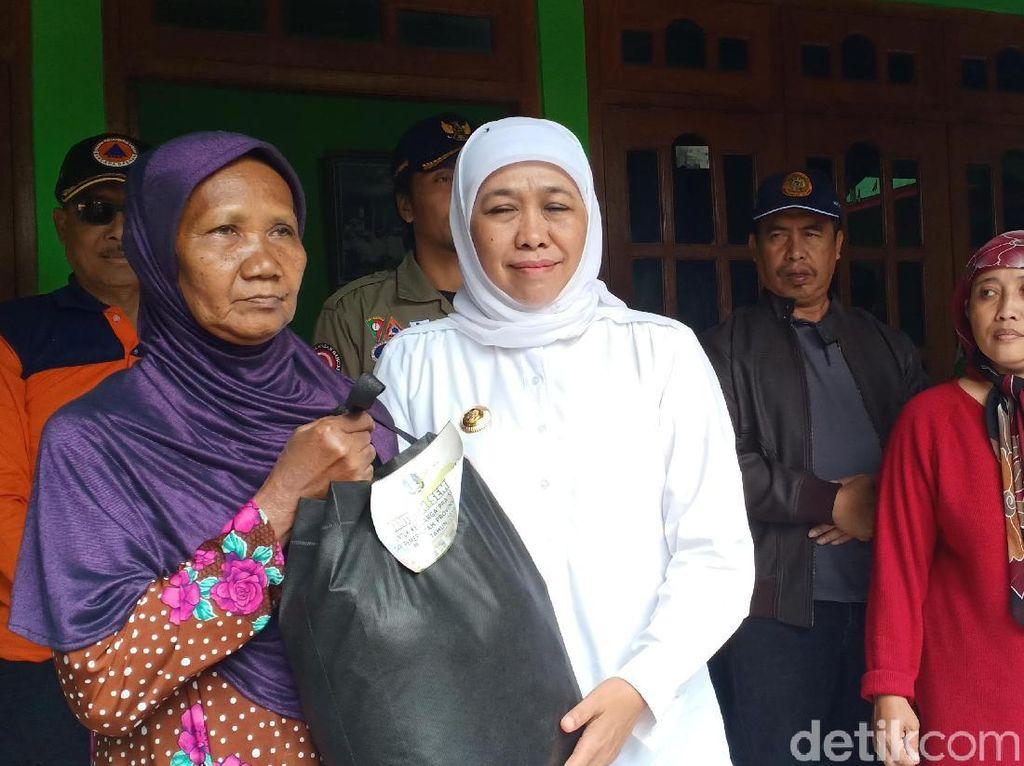 Khofifah Minta Relawan Tetap di Lokasi Banjir Hingga 3 Hari ke Depan