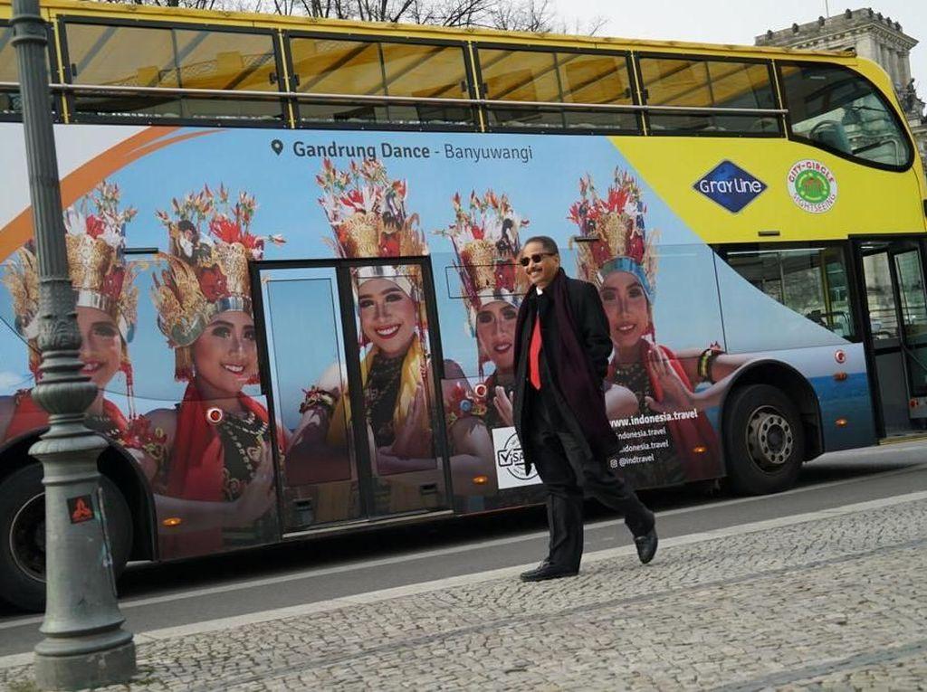 Wajah Cantik Penari Gandrung Ada di Bus Wisata Berlin
