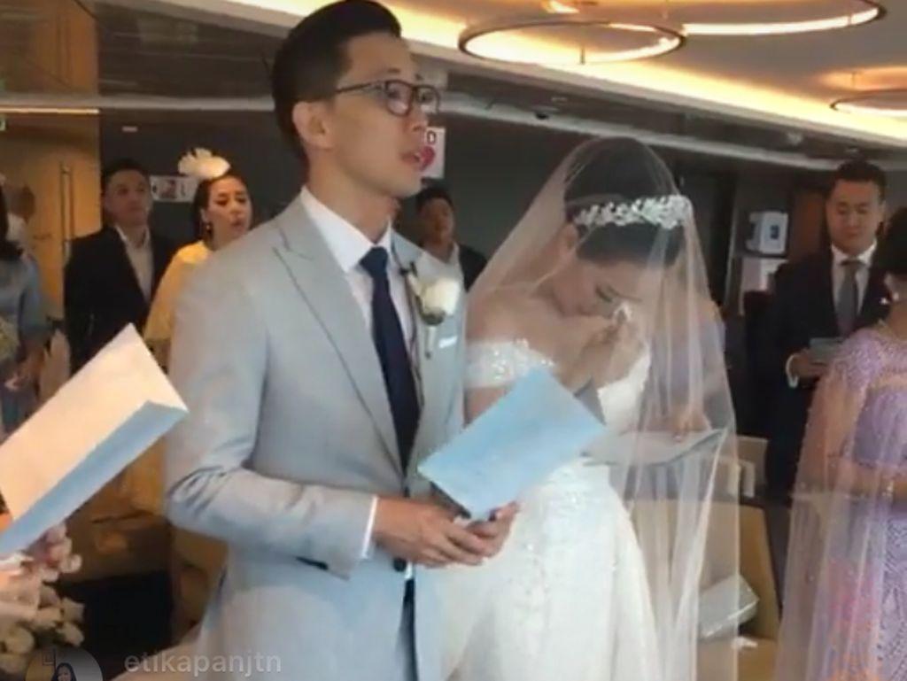 Tetesan Air Mata di Pernikahan Yuanita Christiani dan Indra