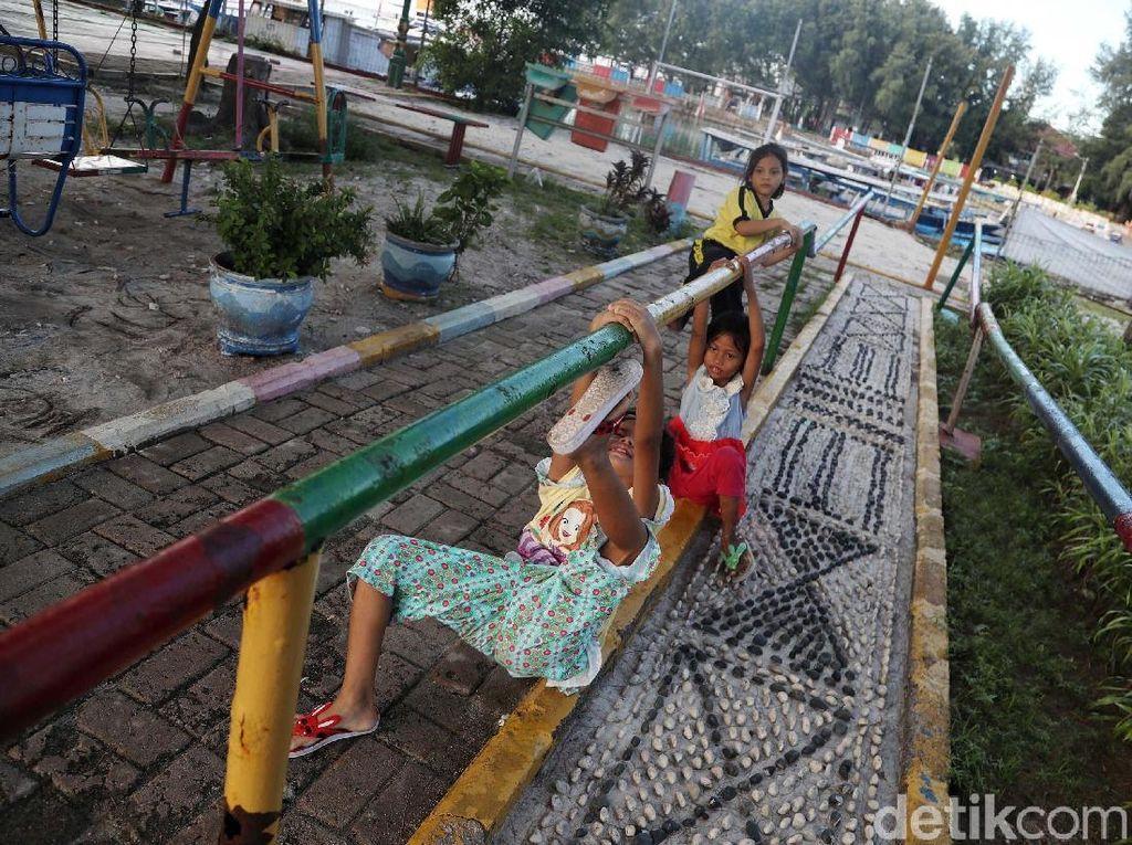 Melihat Keseruan Anak-anak Bermain di RPTRA Pulau Pramuka