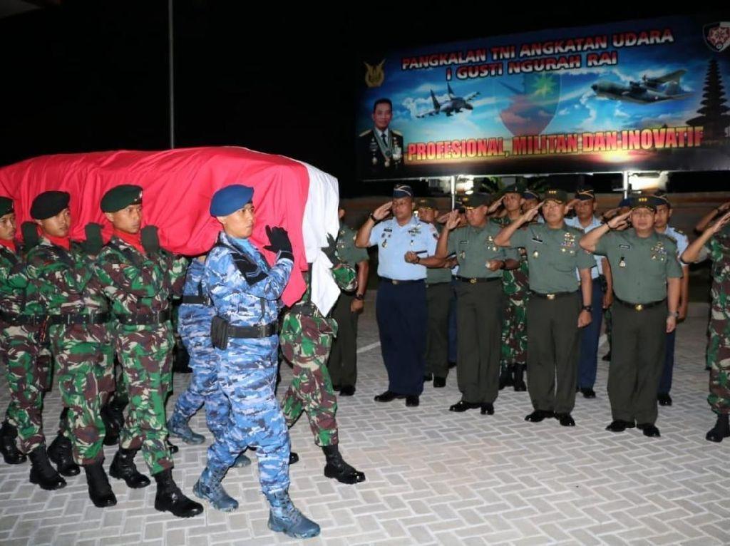 Jenazah Serda Mirwariyadin Korban KKB Papua Diterbangkan ke Lombok